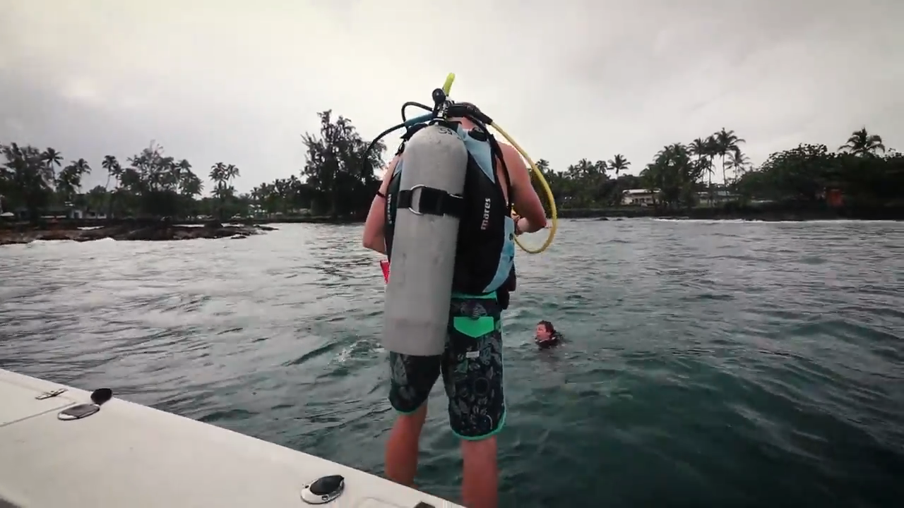 "Screenshotter ExploringTheUnderwaterWorldScubaDivingBigIslandHawaii 3'13"""