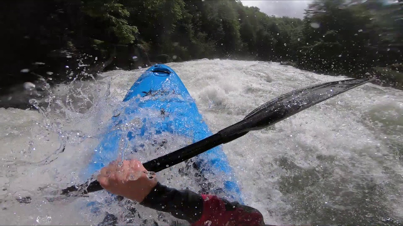 Insane Kayaking down the Puesco river !