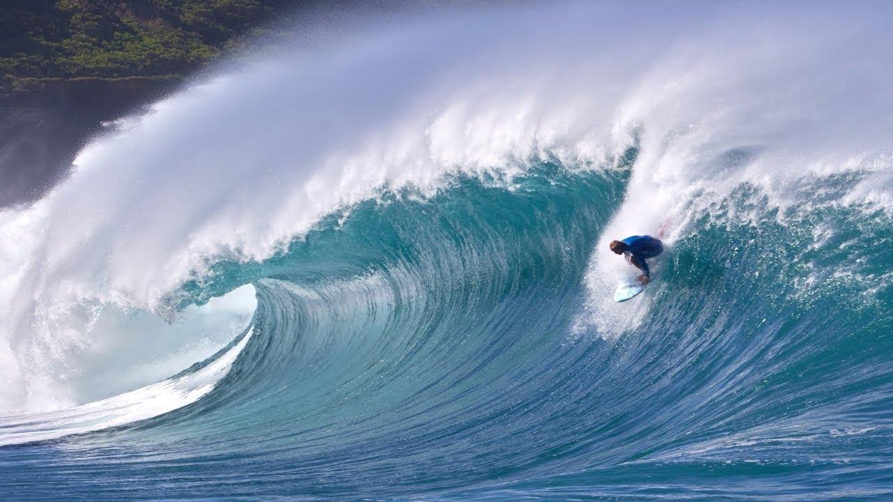 Jamie O Brien on a Massive Shorebreak at Waimea River