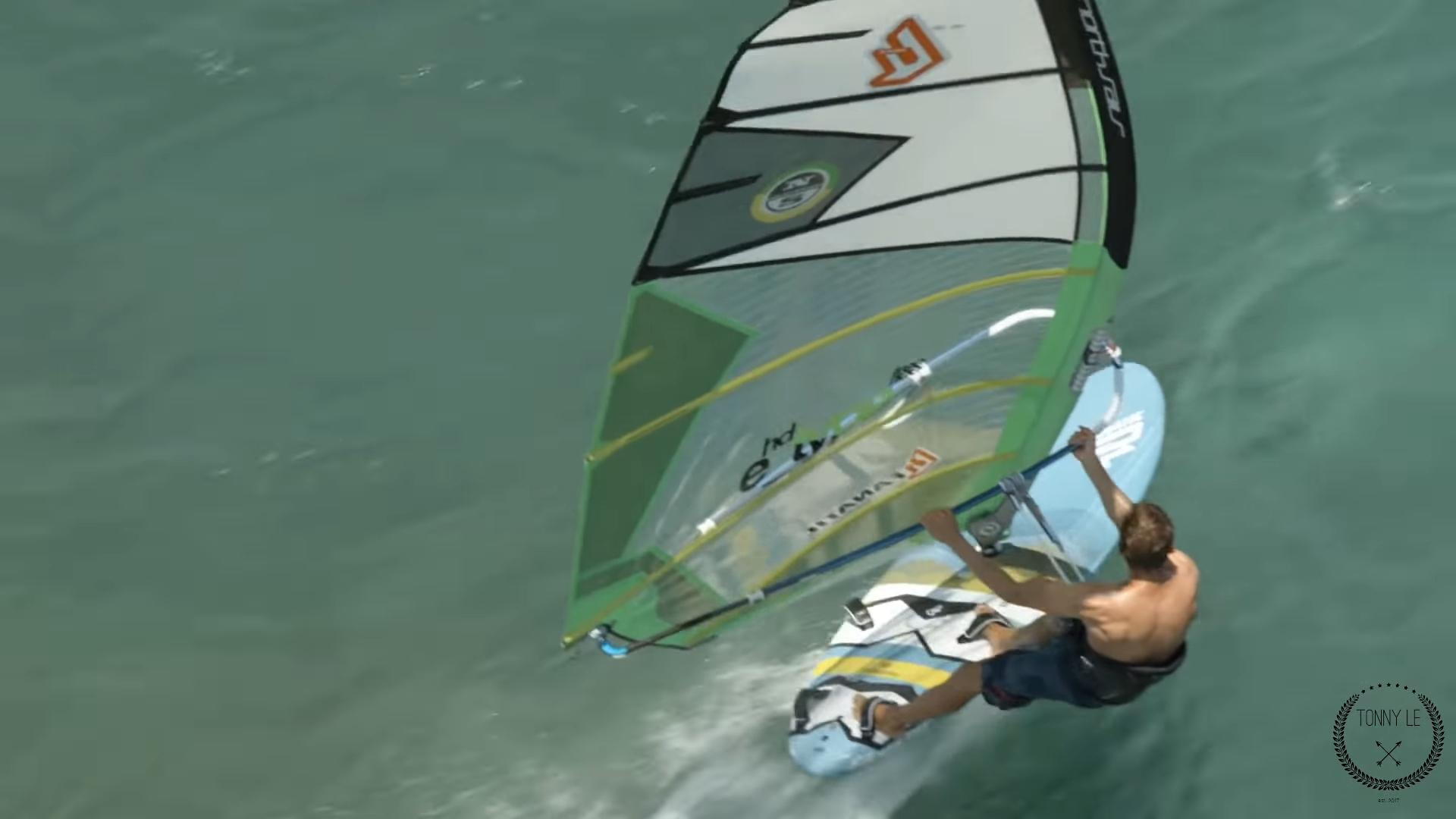 "Screenshotter ExtremeFoilWindsurfingonMauiHawaiiandTahitiIsland 1'02"""