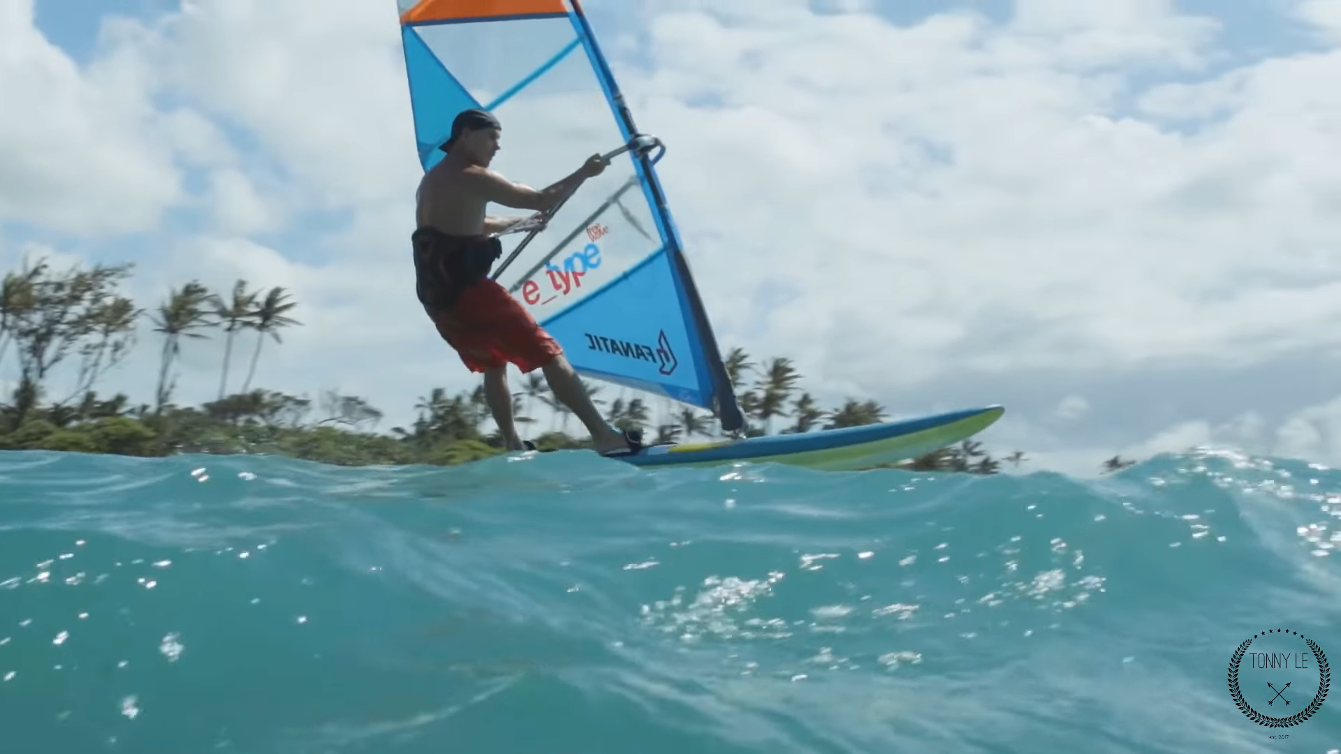 "Screenshotter ExtremeFoilWindsurfingonMauiHawaiiandTahitiIsland 1'13"""